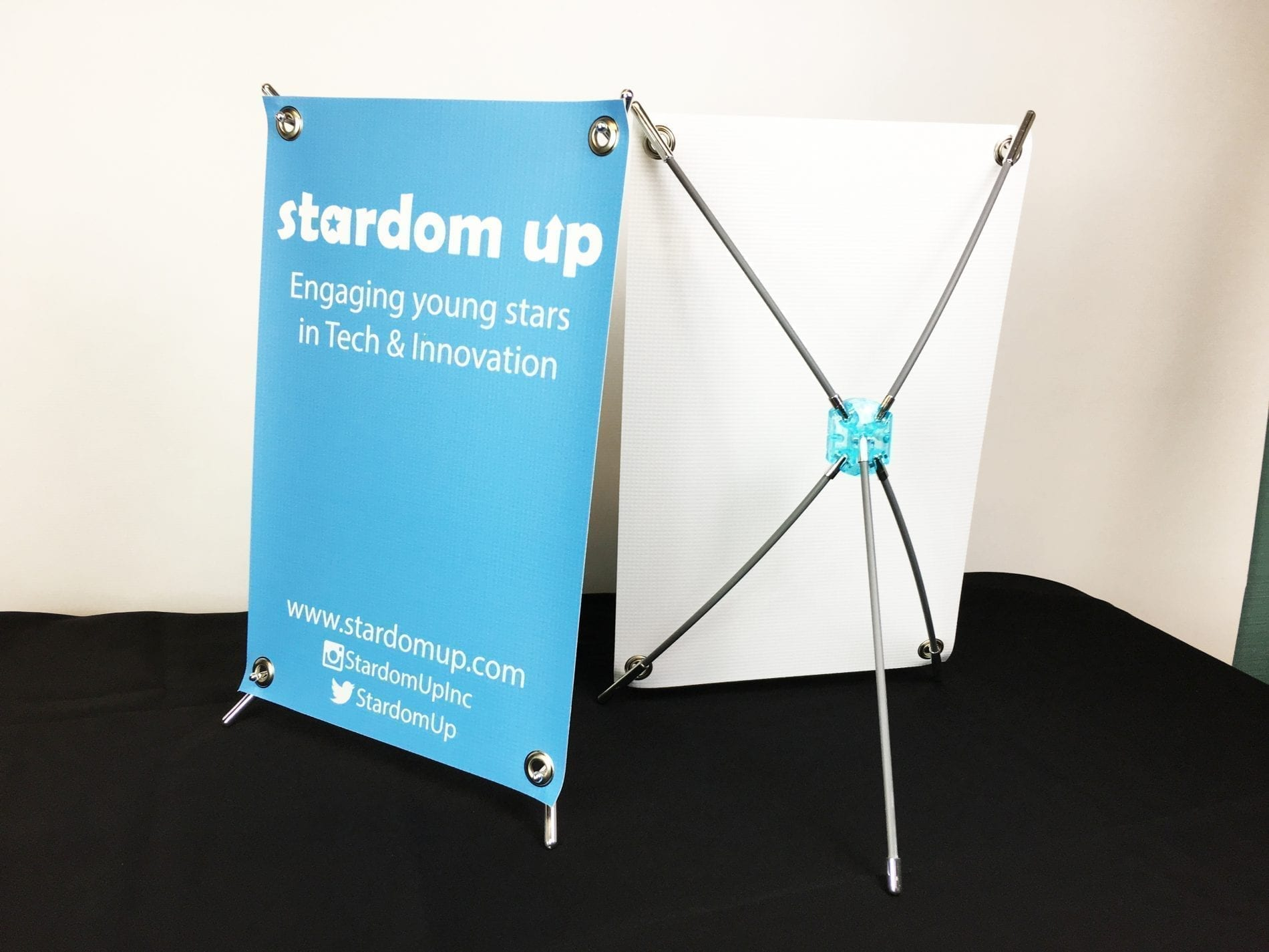 table-top-x-type-banner-stand-display-scaled